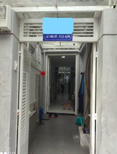 Bên trong nhà phố Lê Văn Sỹ, Phú Nhuận Nhà phố hướng Tây Nam, hẻm xe tải rộng đậu trước nhà.