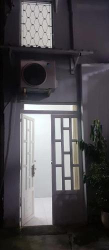 Bán nhà phố 2 tầng hẻm đường Tôn Đản, phường 10, quận 4, diện tích 24.3m2, sổ hồng đầy đủ.