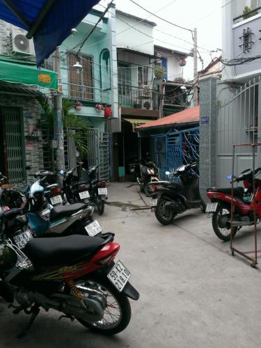 Hẻm nhà phố Bà Hom, Quận 6 Nhà phố bàn giao sổ hồng riêng, hướng Đông Nam thoáng mát.