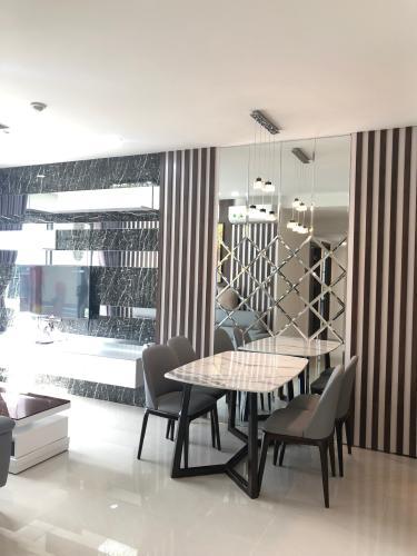 Phòng bếp Saigon Royal, Quận 4 Căn hộ Saigon Royal tầng cao, view đường Bến Vân Đồn.