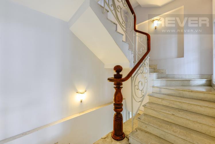 Cầu thang Nhà phố 9 phòng ngủ đường Võ Trường Toản, Thảo Điền