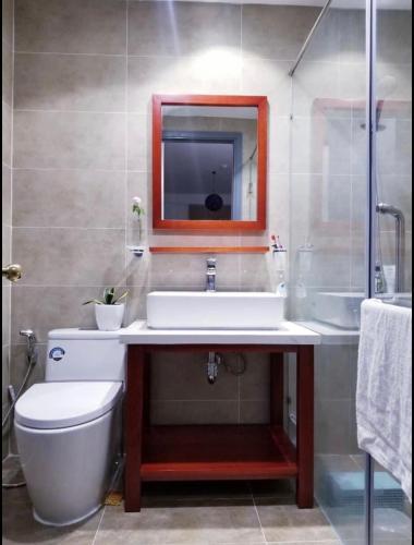 Nhà vệ sinh Sunrise Cityview, Quận 7 Căn hộ tầng cao Sunrise Cityview 2 phòng ngủ, đầy đủ nội thất.