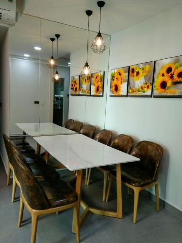 PHÒNG ĂN căn hộ Feliz En Vista Căn hộ Feliz En Vista tầng cao đầy đủ nội thất, view nội khu.