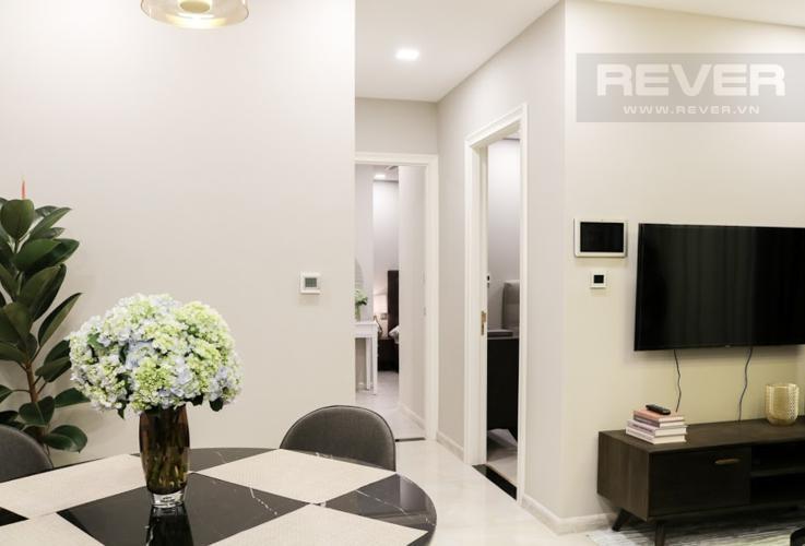 Phòng Khách Bán hoặc cho thuê căn hộ Vinhomes Golden River 2PN, tầng trung, đầy đủ nội thất, view sông Sài Gòn