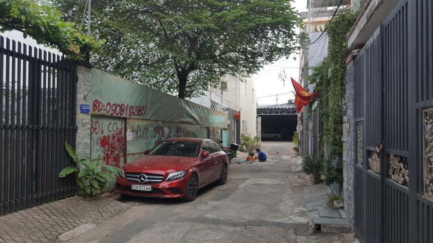 Đường hẻm nhà phố quận 9 Bán nhà phố đường hẻm Lê Văn Việt phường Tăng Nhơn Phú B, quận 9, diện tích đất 190.2m2, nội thất cơ bản.