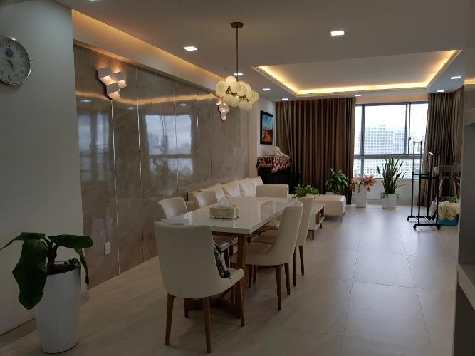 Phòng khách căn hộ Green Valley, Quận 7 Căn ộ Green Valley view nội khu yên tĩnh, tầng cao đón gió thoáng mát.