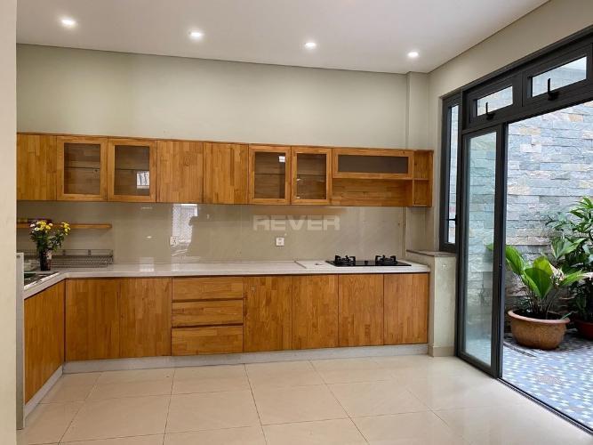 Phòng bếp nhà phố Bình Trưng Tây, Quận 2 Nhà phố rộng 101m2 nội thất đầy đủ, thiết kế hiện đại.