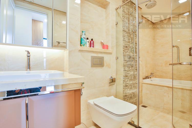 Toilet 1 Căn hộ Vinhomes Golden River 2 phòng ngủ tầng thấp A3 hướng Tây Nam