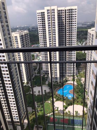 hướng ban công Căn hộ Studio Vinhomes Grand Park tầng 30, view thành phố thoáng mát.