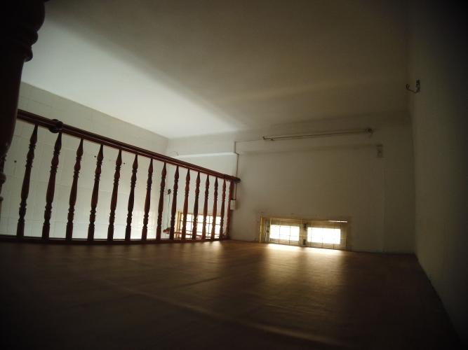 Tầng lửng căn hộ chung cư Trần Hưng Đạo Căn hộ chung cư Trần Hưng Đạo ban công hướng Đông Nam, view thành phố.