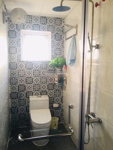 Phòng tắm căn hộ Happy One Thạnh Lộc, Quận 12 Căn hộ Happy One Thạnh Lộc cửa chính hướng Tây Bắc, ban công hướng Nam.