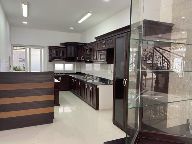 BẾP biệt thự KDC Nam Long Q7 Biệt thự KDC Nam Long nội thất cơ bản, tông trắng, thiết kế hiện đại.