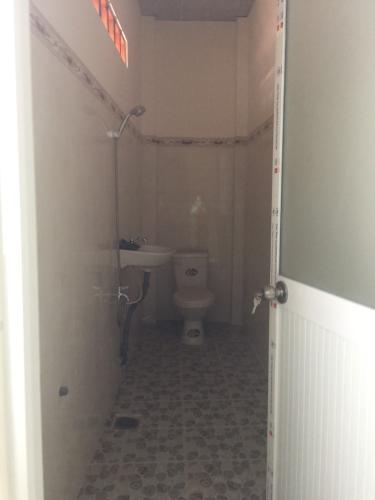 toilet Bán nhà phố đường hẻm 500 Đoàn Văn Bơ, diện tích đất 46.2m2