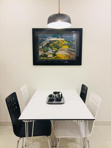 bàn ăn căn hộ Grand Riverside Bán căn hộ Grand Riverside nhìn về phía Bitexco đầy đủ nội thất.
