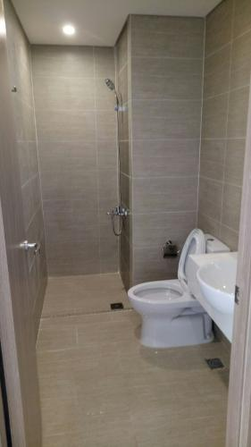 Toilet Vinhomes Grand Park Quận 9 Căn hộ Vinhomes Grand Park nội thất cơ bản, view thành phố.