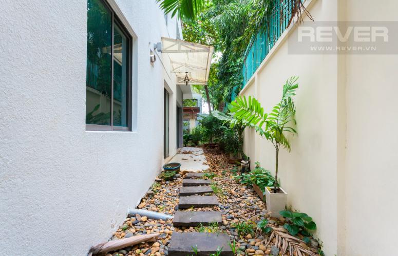 Sân vườn Villa Compound Riviera Quận 2 thiết kế sang trọng, đầy đủ tiện nghi