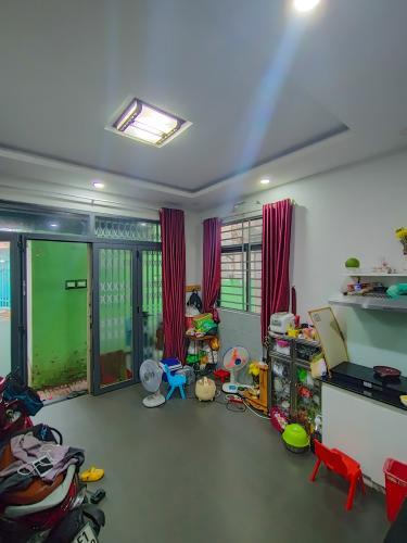 Phòng bếp nhà phố Nguyễn Thông, Quận 3 Nhà phố hẻm quận 3 đầy đủ nội thất, không gian thoáng đãng.