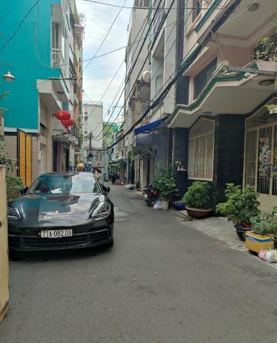 Hẻm nhà phố Lê Văn Sỹ, Phú Nhuận Nhà phố hướng Tây Nam, hẻm xe tải rộng đậu trước nhà.