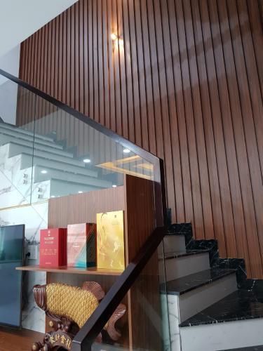 Cầu thang nhà phố Quận 9 Bán nhà 3 tầng đường Trịnh Công Sơn, Quận 9, hướng Đông Nam, thuộc khu nhà phố Rio Vista Khang Điền