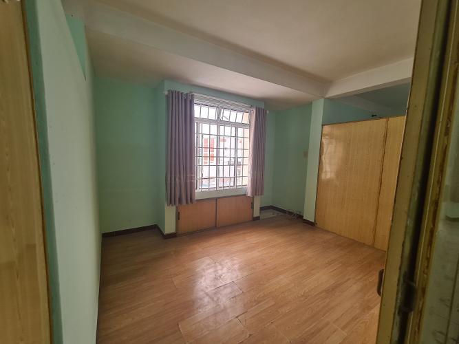 Phòng ngủ căn hộ chung cư B4, Quận 4 Căn hộ chung cư B4 ban công hướng Đông Nam, view nội khu yên tĩnh.