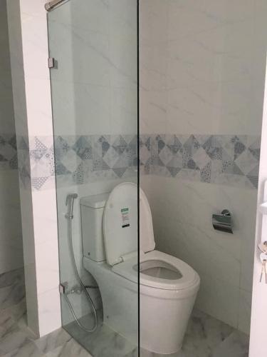 Nhà vệ sinh Conic Riverside, Quận 8 Căn hộ Conic Riverside hướng Đông, nội thất cơ bản.