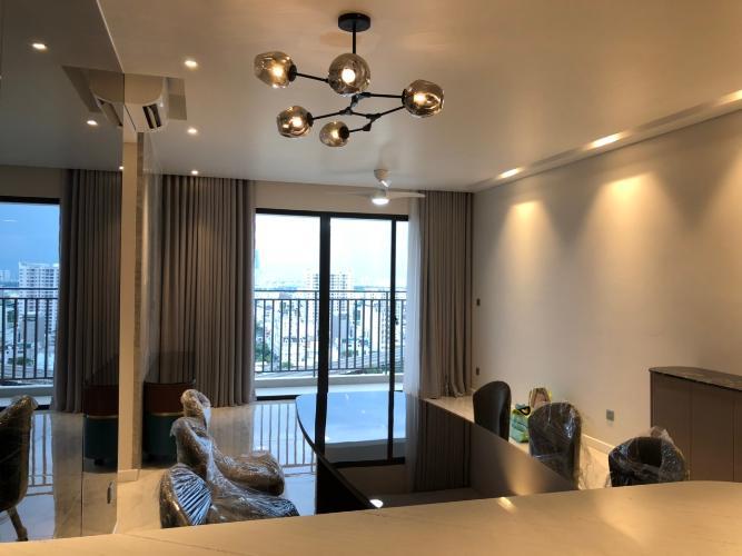 Căn hộ tầng cao Riviera Point 2 phòng ngủ, nội thất đầy đủ.