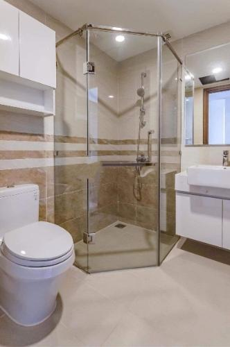Phòng tắm căn hộ Saigon Royal Căn hộ Saigon Royal đầy đủ nội thất, view nội khu hồ bơi.