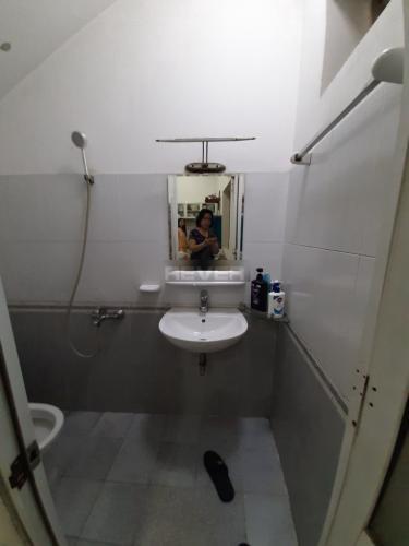 Phòng tắm nhà phố Nhà phố Quận 12 hướng Tây Nam, diện tích đất 6mx16m.