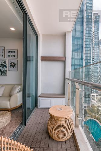 Ban công căn hộ VINHOMES GOLDEN RIVER Bán căn hộ Vinhomes Golden River 3PN, tầng 6, đầy đủ nội thất, view sông rộng thoáng