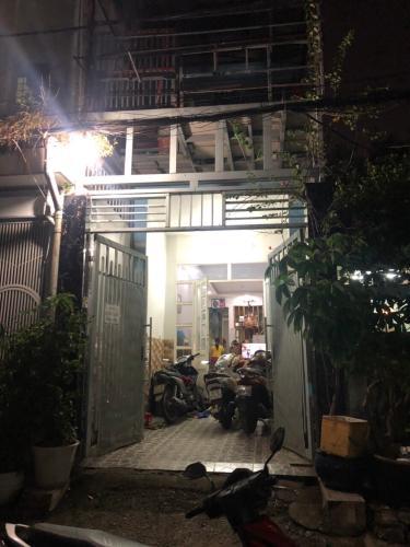 Bán nhà phố đường Đinh Bộ Lĩnh, 3 phòng ngủ, diện tích đất 73.2m2, nội thất cơ bản.