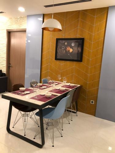 Phòng ăn căn hộ Vinhomes Central Park Bán căn hộ Vinhomes Central Park 3PN, diện tích 116m2, đầy đủ nội thất, hướng ban công Tây Nam