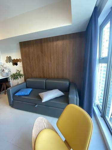 Phòng khách Gateway Thảo Điền Quận 2 Căn hộ Gateway Thảo Điền tầng cao, nội thất hiện đại.