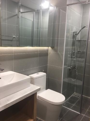 Phòng tắm căn hộ Sunrise Riverside Căn hộ Sunrise Riverside cửa chính hướng Đông, tiện nghi đầy đủ.