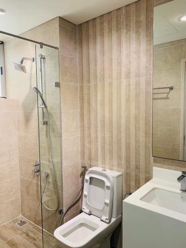 Nhà tắm Phú Mỹ Hưng Midtown Căn hộ Phú Mỹ Hưng Midtown nội thất sang trọng, cửa hướng Tây Nam.