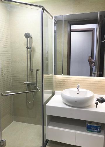 Phòng tắm căn hộ Vinhomes Central Park Căn hộ tầng cao Vinhomes Central Park đầy đủ nội thất, 3 phòng ngủ.