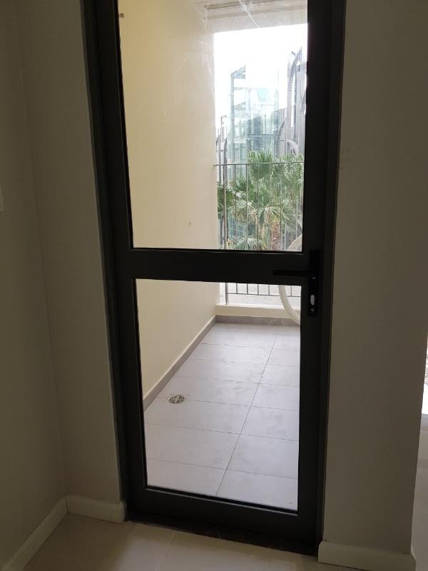 Lô gia Bán căn hộ officetel Masteri An Phú, tầng thấp, tháp A, diện tích 46m2, không có nội thất, view hồ bơi