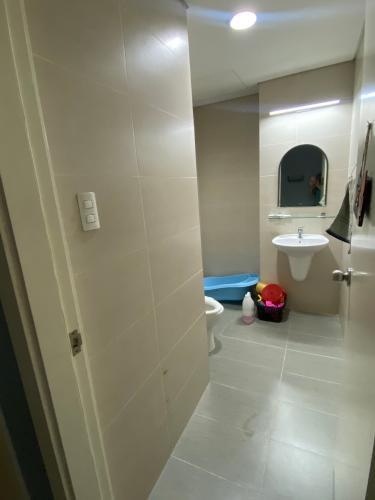 Phòng tắm Luxcity Quận 7 Căn hộ Luxcity đầy đủ nội thất, ban công thoáng mát.