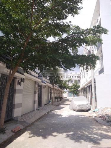 Hẻm nhà phố Huỳnh Tấn Phát, Nhà Bè Nhà phố hướng Đông Nam, hẻm xe hơi, diện tích 80m2.