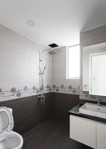 Toilet Sunrise CityView, Quận 7 Căn hộ Sunrise City View nội thất cơ bản, view thành phố.