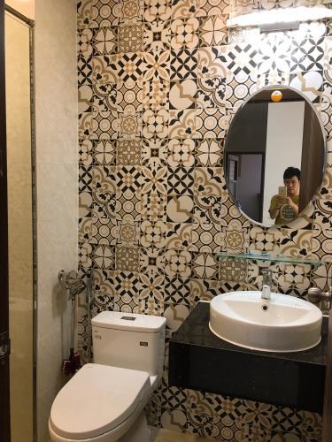 Nhà vệ sinh Saigon South Residence  Căn hộ Saigon South Residence tầng thấp, view sông thoáng mát.