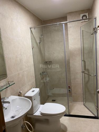 Phòng tắm nhà phố Lê Thánh Tôn, Quận 1 Nhà phố trung tâm Quận 1 nội thất đầy đủ, nằm trong hẻm xe hơi.