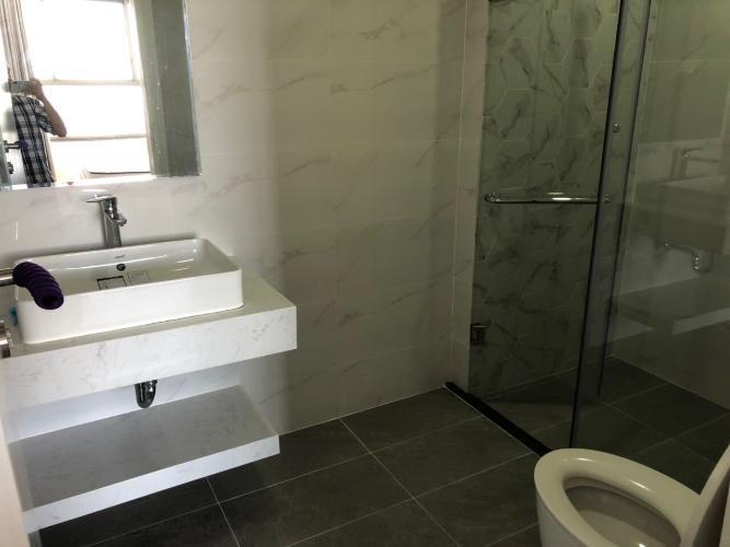 Phòng tắm Kingston Residence, Phú Nhuận Căn hộ tầng trung Kingston Residence ban công hướng Đông.