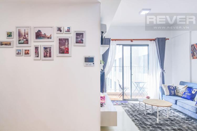 Góc tường được trang trí các khung hình độc đáo Cho thuê căn hộ Masteri Thảo Điền 2PN, tầng cao, tháp T2A, đầy đủ nội thất, hướng Tây Bắc