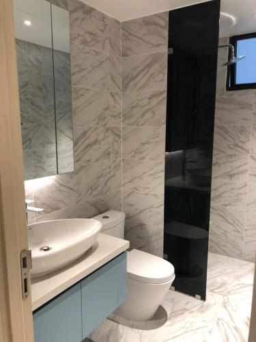 Phòng vệ sinh căn hộ Riviera Point Căn hộ tầng cao Riviera Point 2 phòng ngủ, nội thất đầy đủ.