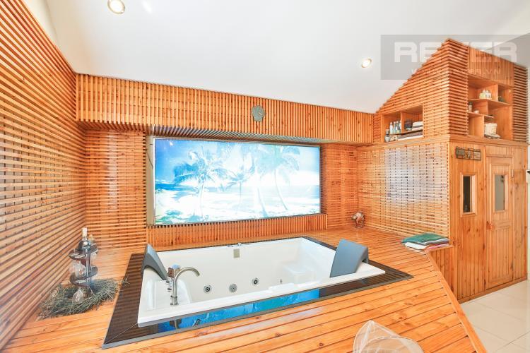 Phòng tắm Villa 2 mặt tiền đường 3 Làng Báo Chí, Thảo Điền thiết kế sang trọng, tiện nghi