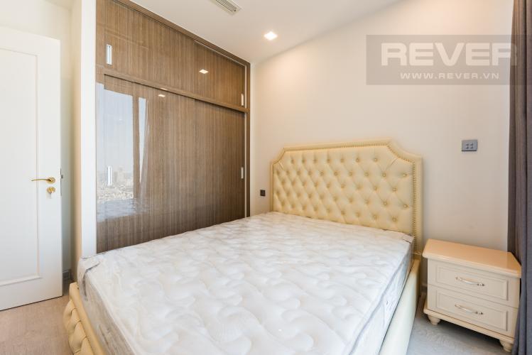 Phòng ngủ Căn hộ Vinhomes Golden River tầng cao 1PN, nội thất đầy đủ