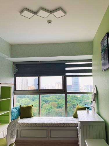 Căn hộ Phú Mỹ Hưng Midtown tầng trung, đón view nội khu yên tĩnh.