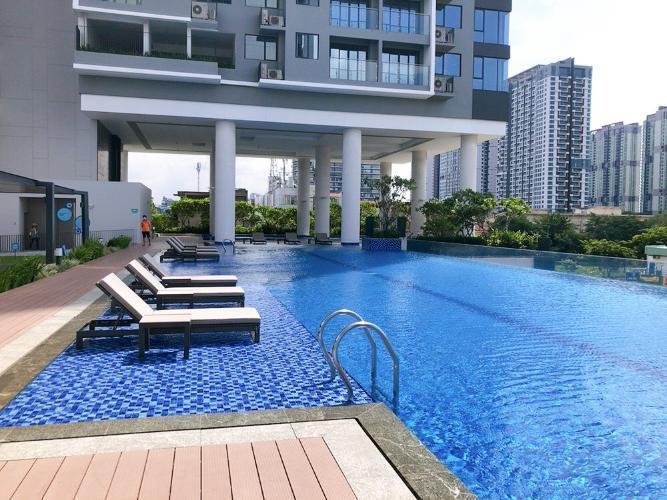 Hồ bơi One Verandah  Căn hộ tầng 17 One Verandah, view thành phố và sông.