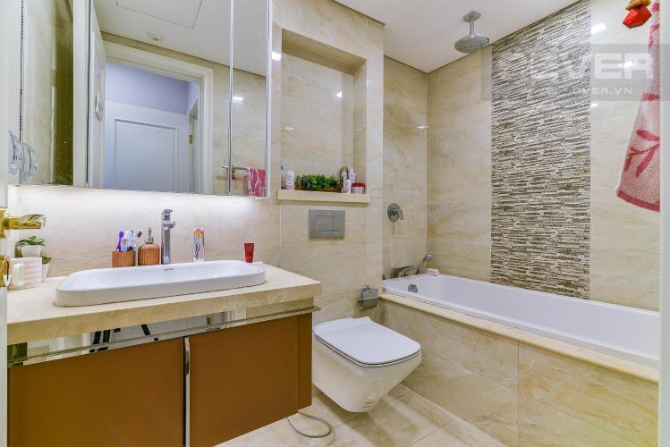 Toilet căn hộ Vinhomes Golden River Bán hoặc cho thuê Vinhomes Golden River 2PN, tháp The Aqua 1, đầy đủ nội thất, view sông và nội khu
