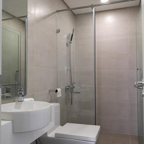 Toilet căn hộ MASTERI MILLENNIUM Bán căn hộ Masteri Millennium 2PN, diện tích 65m2, đầy đủ nội thất, view hồ bơi và Quận 4